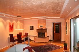 Innenraumgestaltung in warmen Tönen